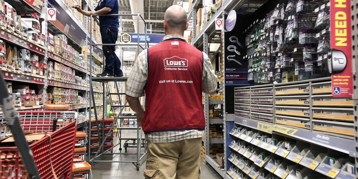 Lowe's anemic e-commerce growth is helping Home Depot build a strong lead
