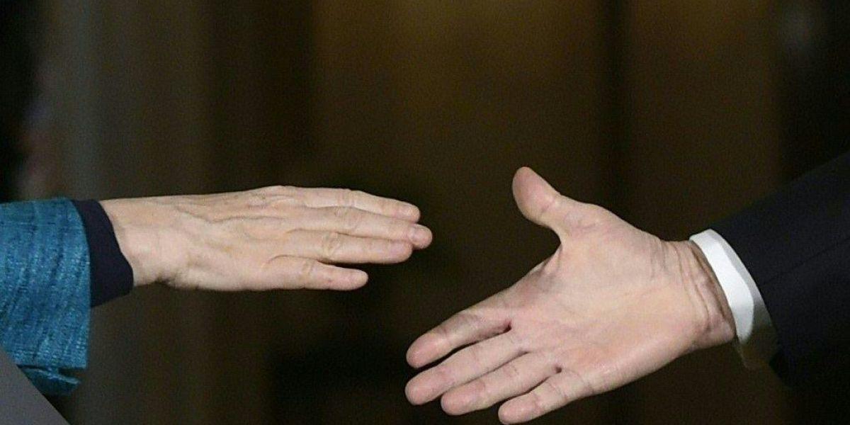Singapore Air Show's coronavirus crisis: What's a handshake alternative?
