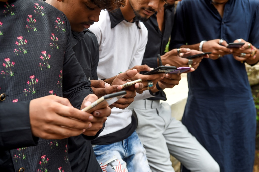 In India 400m Social Media Users Set To Lose Anonymity Fortune