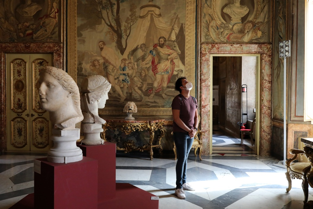 Photo essay: Italy reopens museums and churches