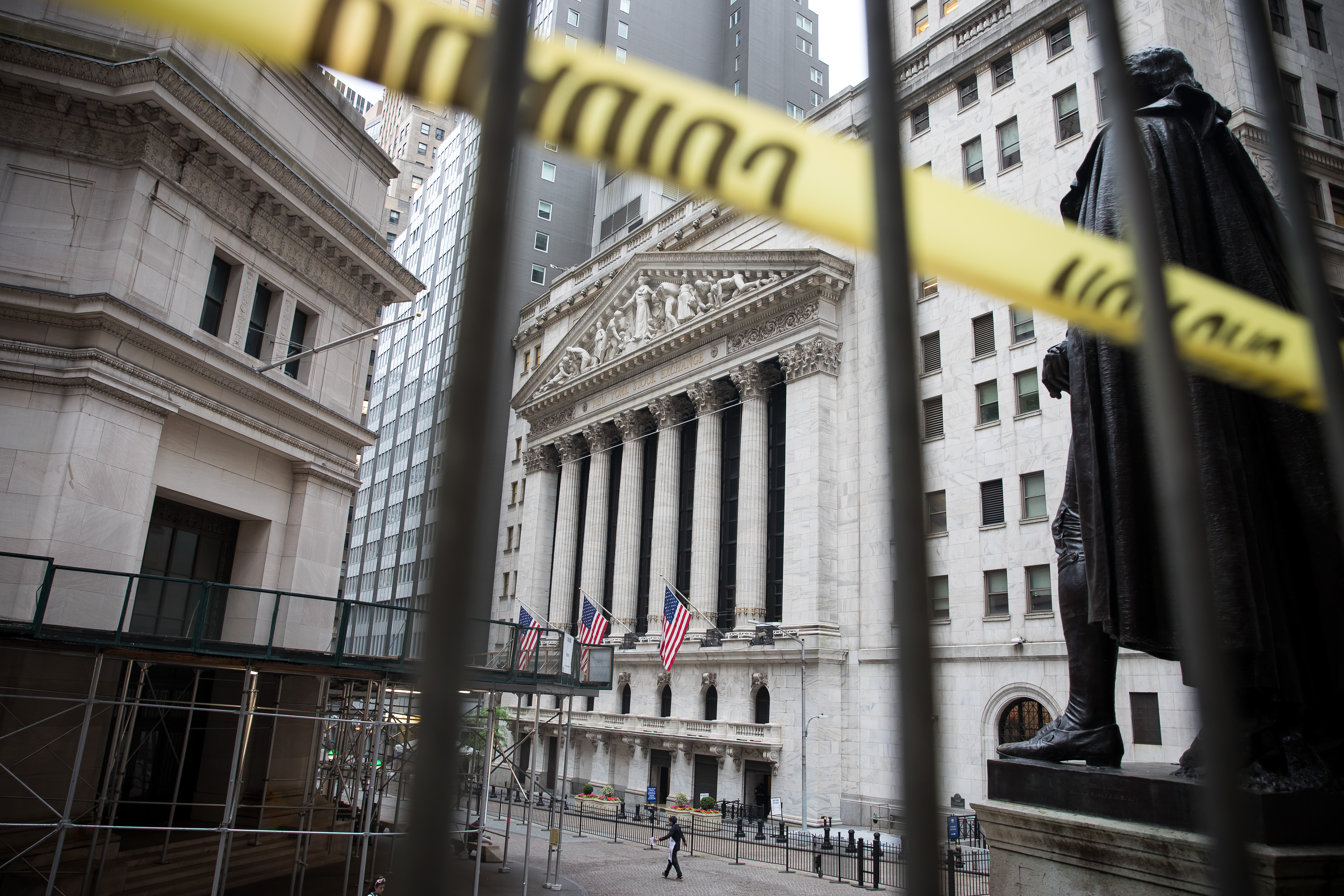Stocks fall sharply, posting worst day in 12 weeks thumbnail