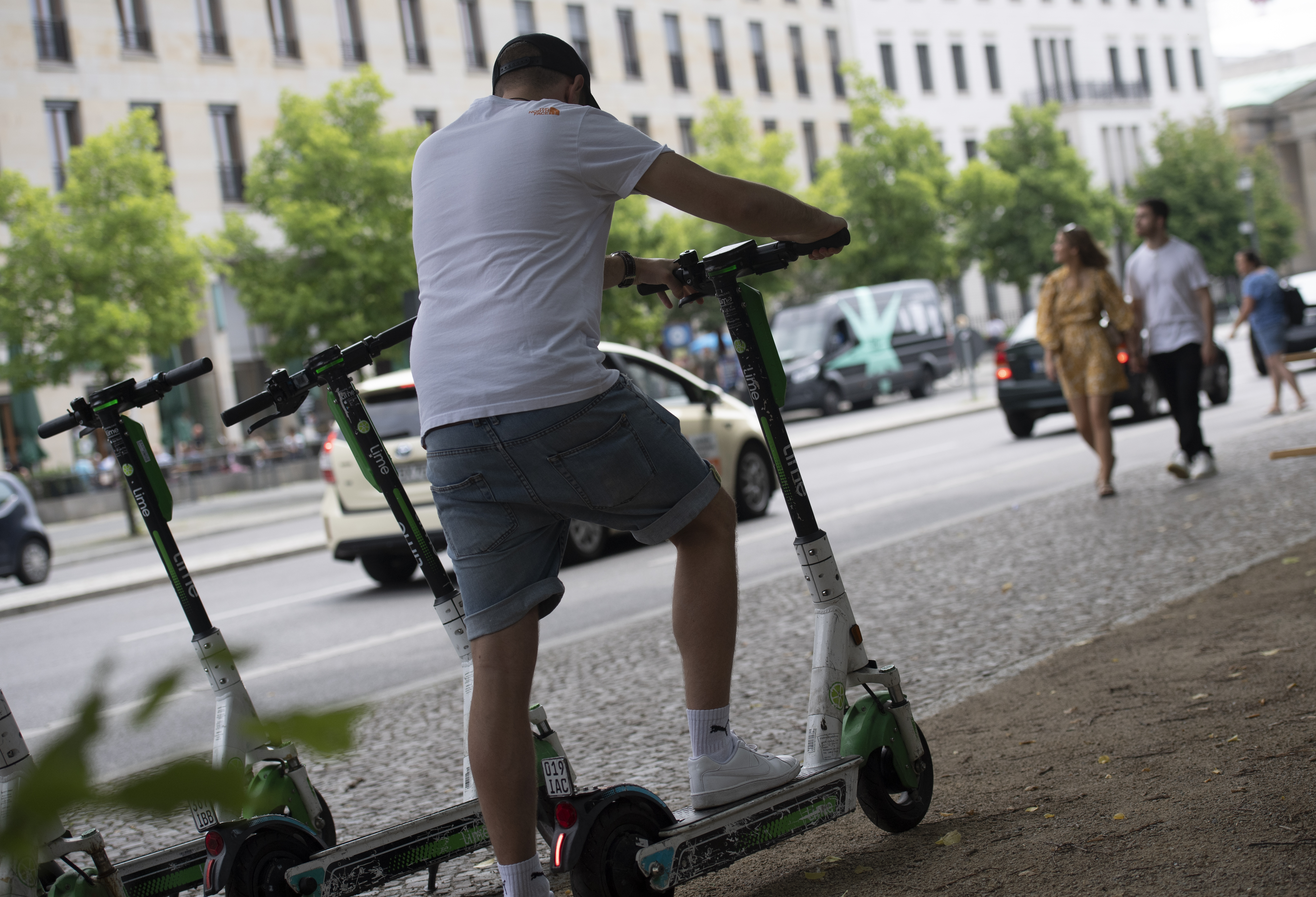 Struggling e-scooter companies hope for a new beginning after the pandemic thumbnail