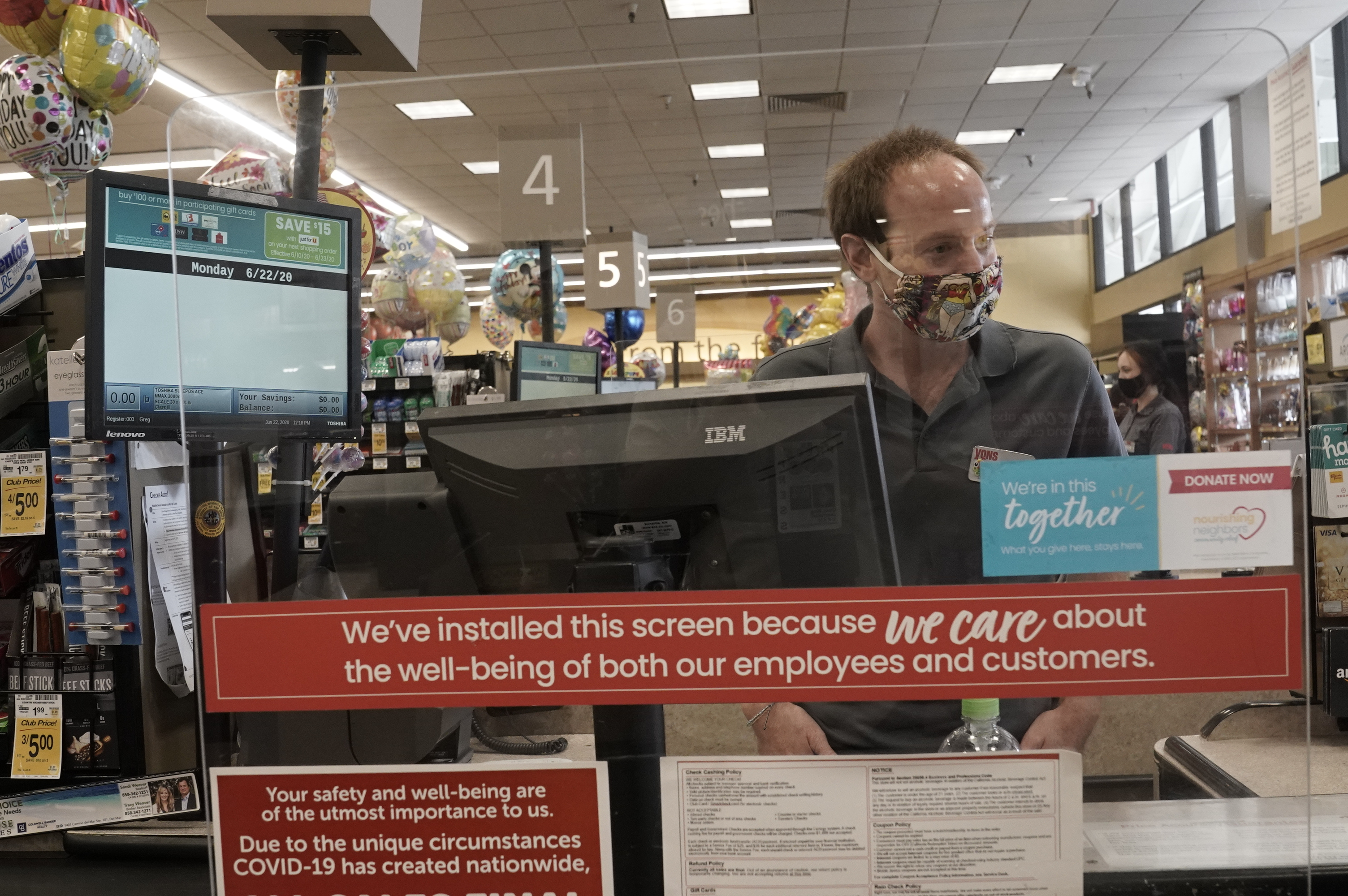Why go public amid a raging pandemic? Albertsons CEO explains thumbnail