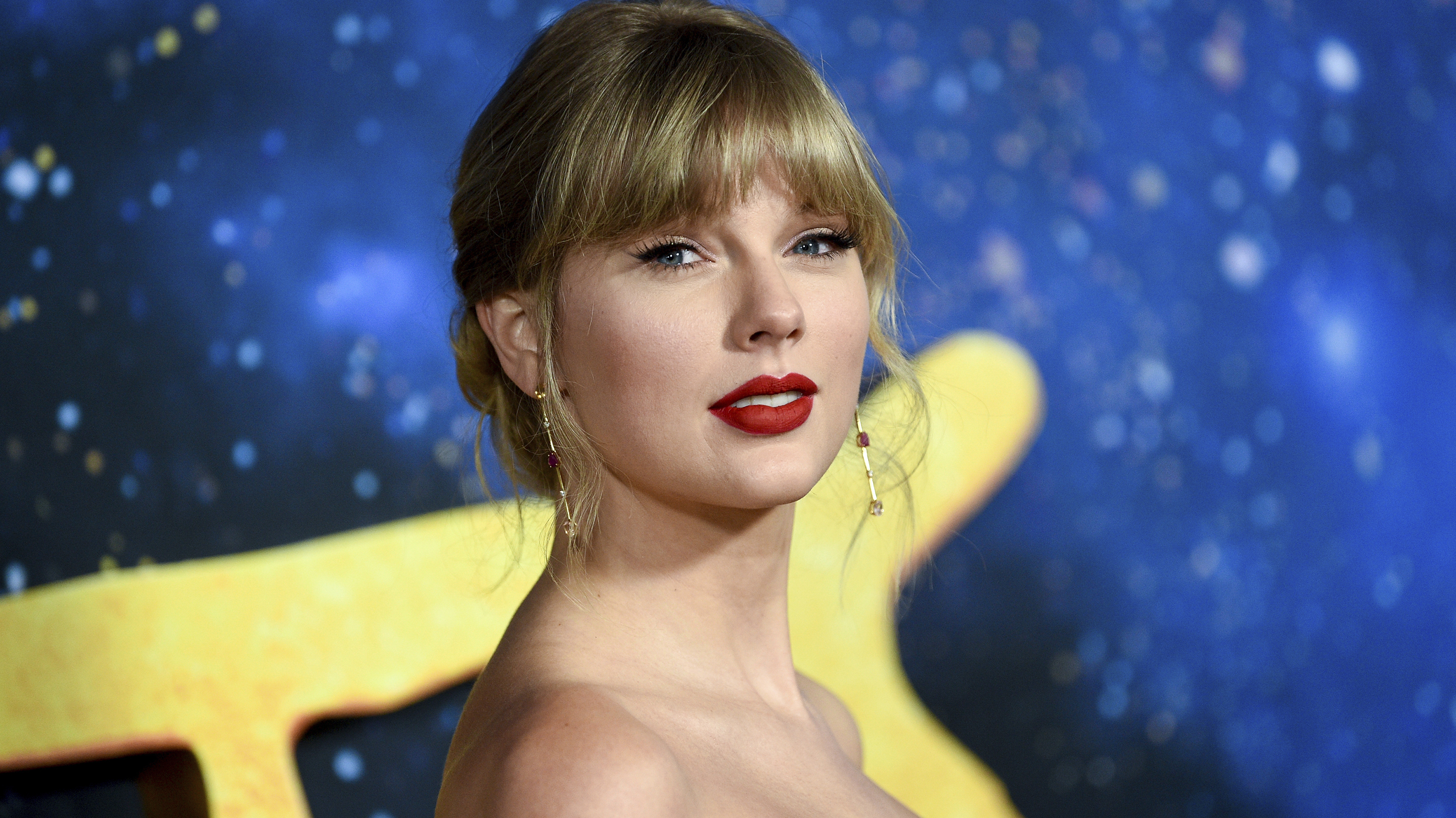 Taylor Swift announces surprise album, 'Folklore,' which was recorded 'in isolation' thumbnail