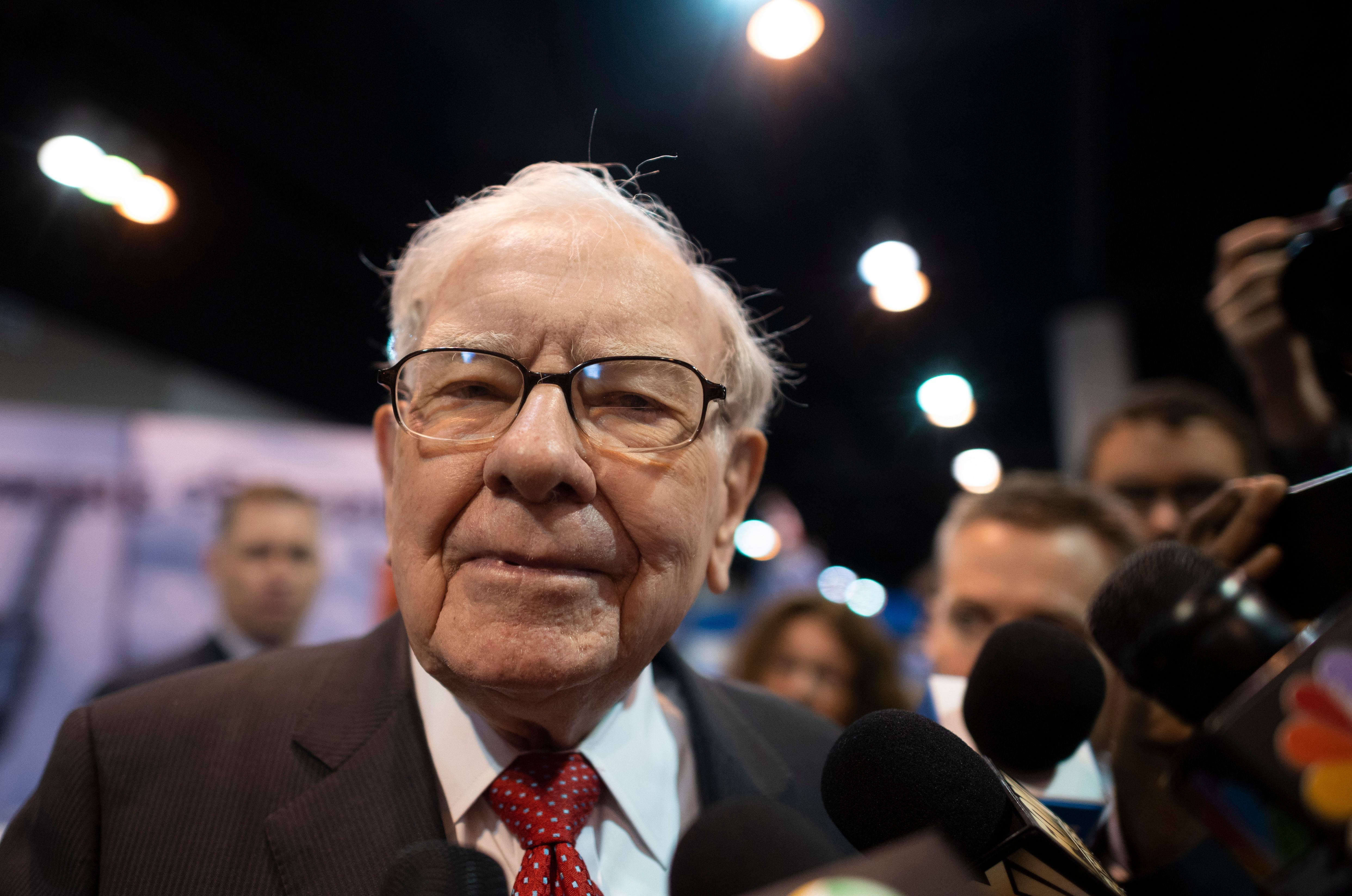 Warren Buffett's buy-on-fear strategy will be tested with his latest bet on fossil fuels thumbnail