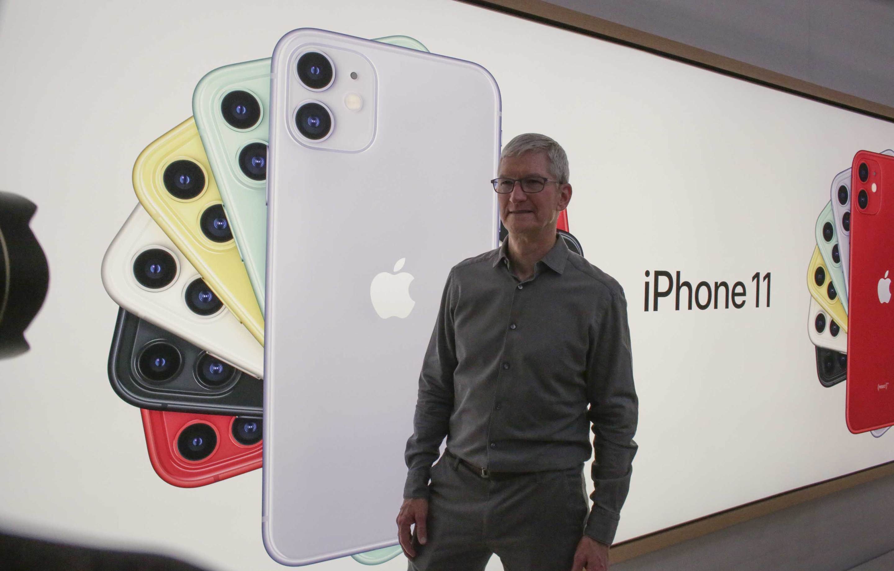 Investors are treating Apple like a growth stock. But the math doesn't add up. thumbnail