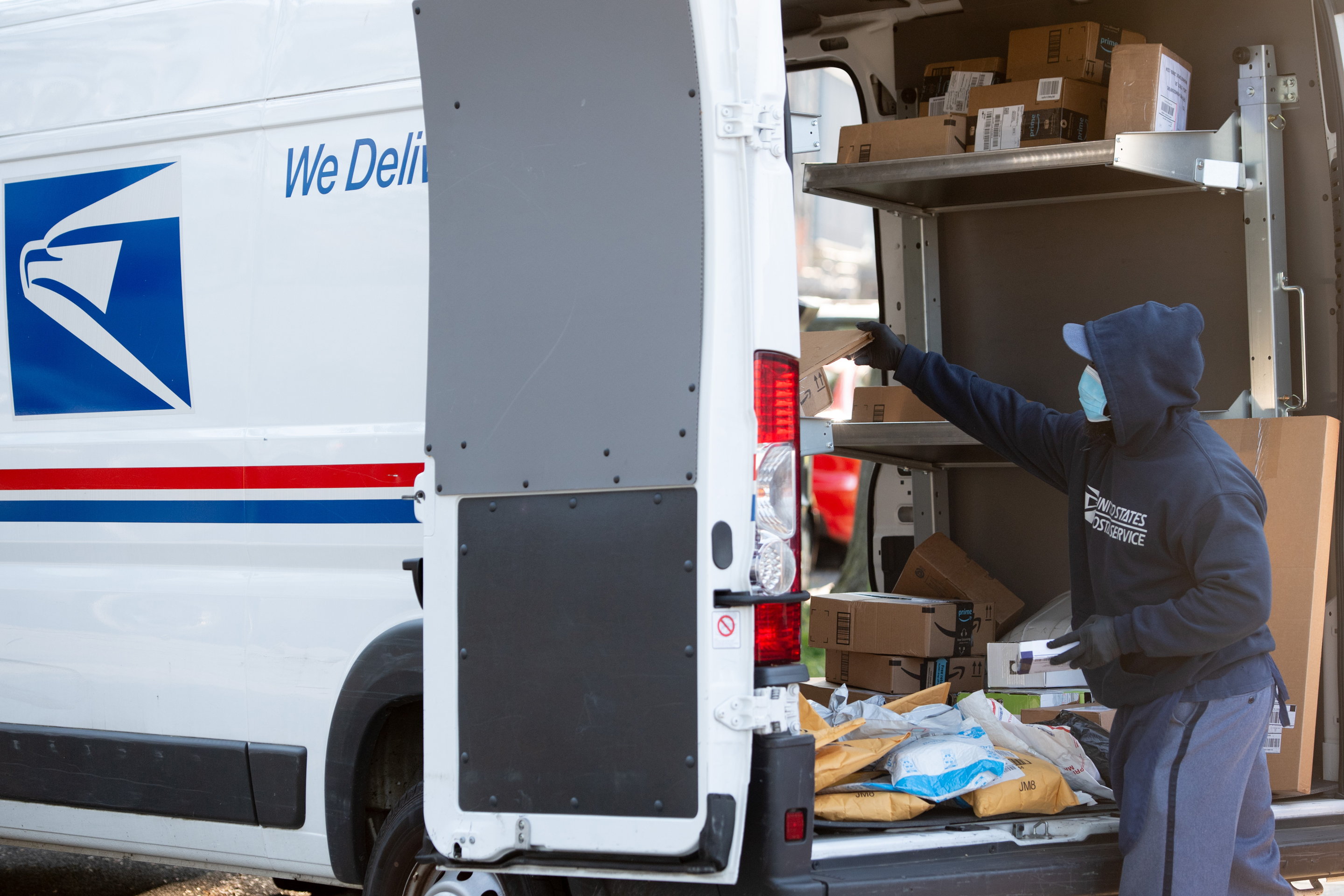 Trump-backed postmaster general plans to slow mail delivery thumbnail