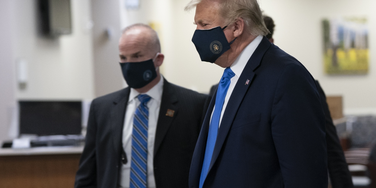 Trump just wore a mask in public for the first time - Mimic News