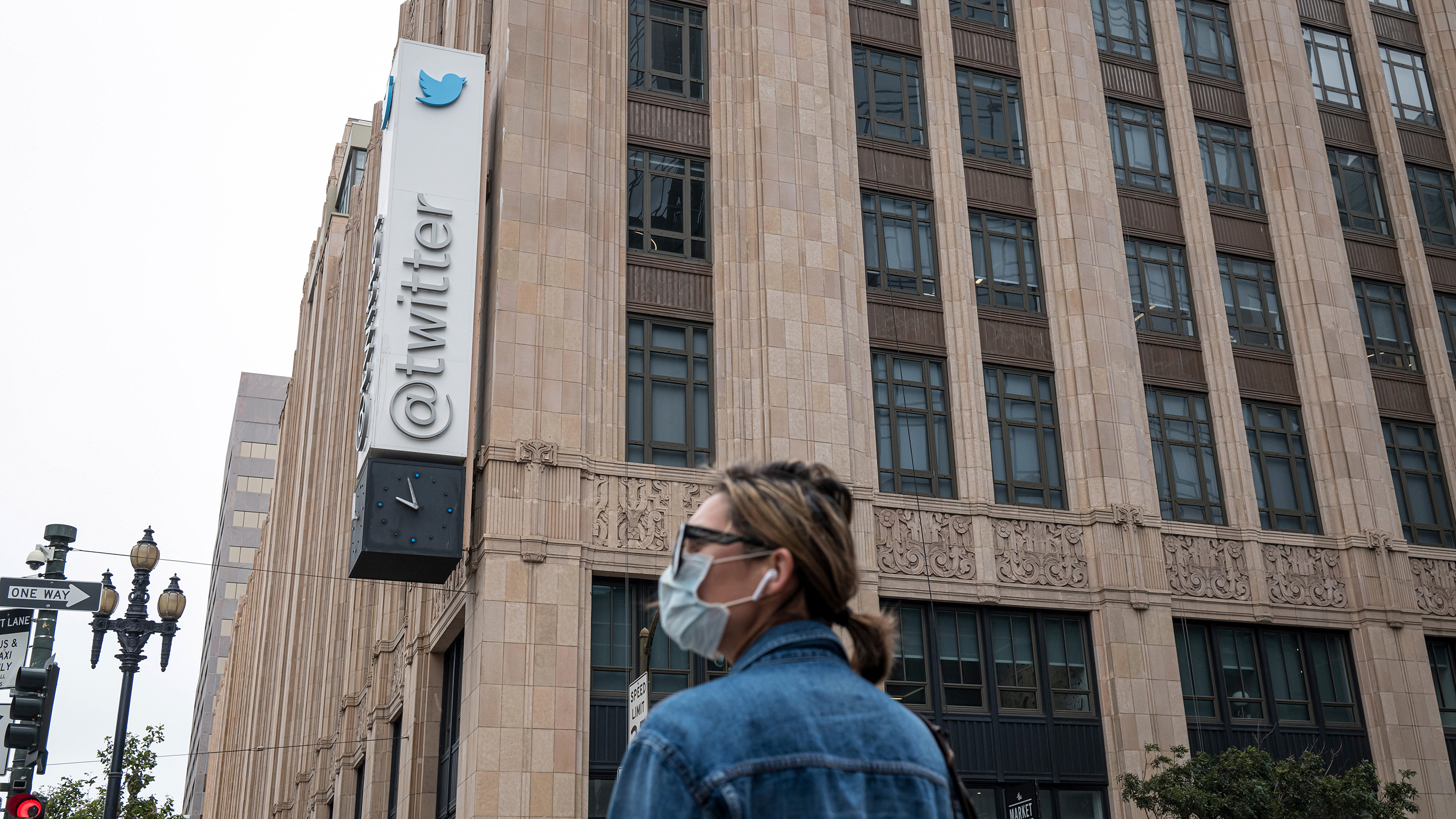 Twitter reports record user growth, while considering some subscription options thumbnail