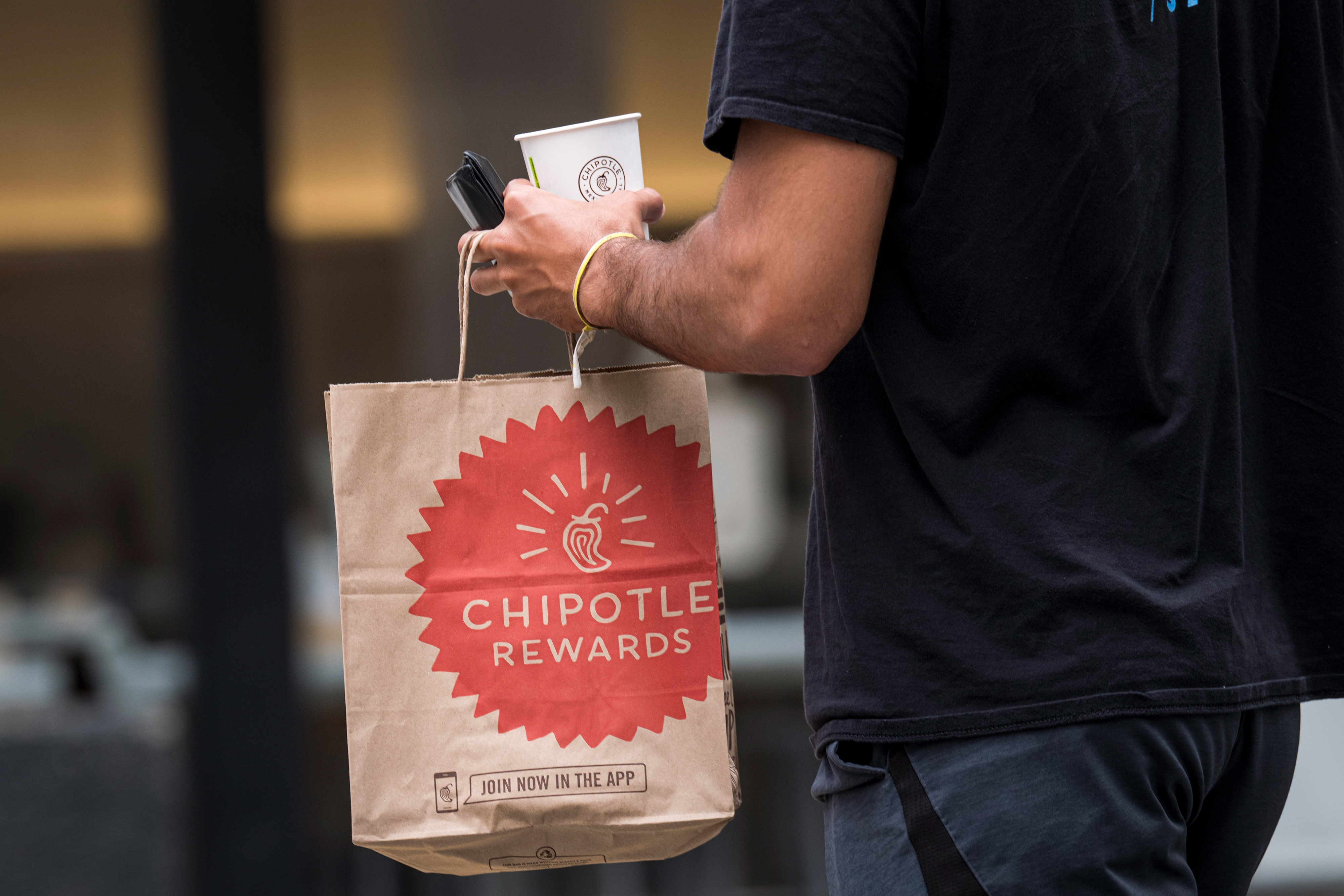 These 5 companies report earnings this week—and may provide clues about where the economy is headed thumbnail