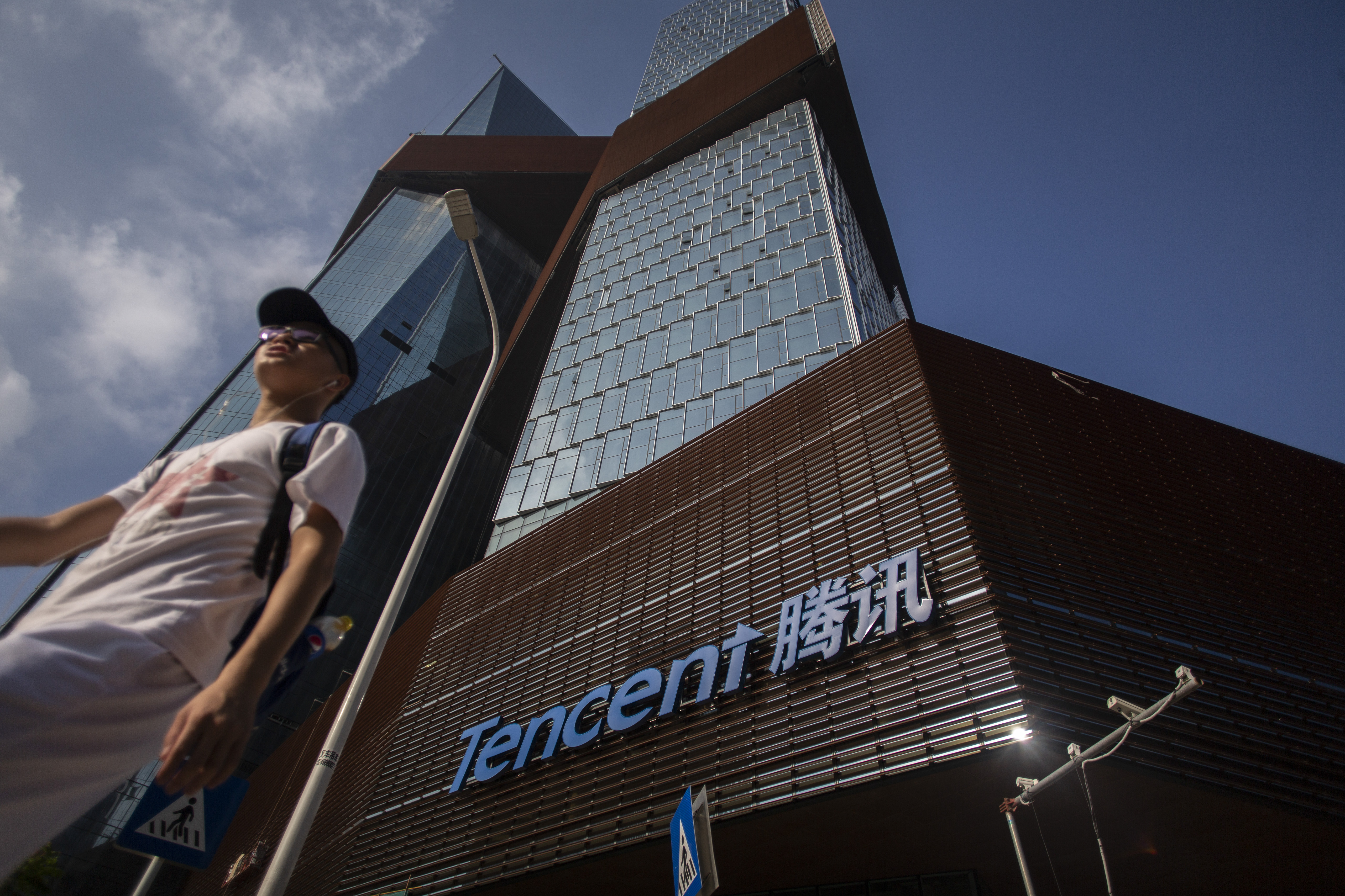 Trump's WeChat executive order sends shares of Tencent parent on wild ride thumbnail