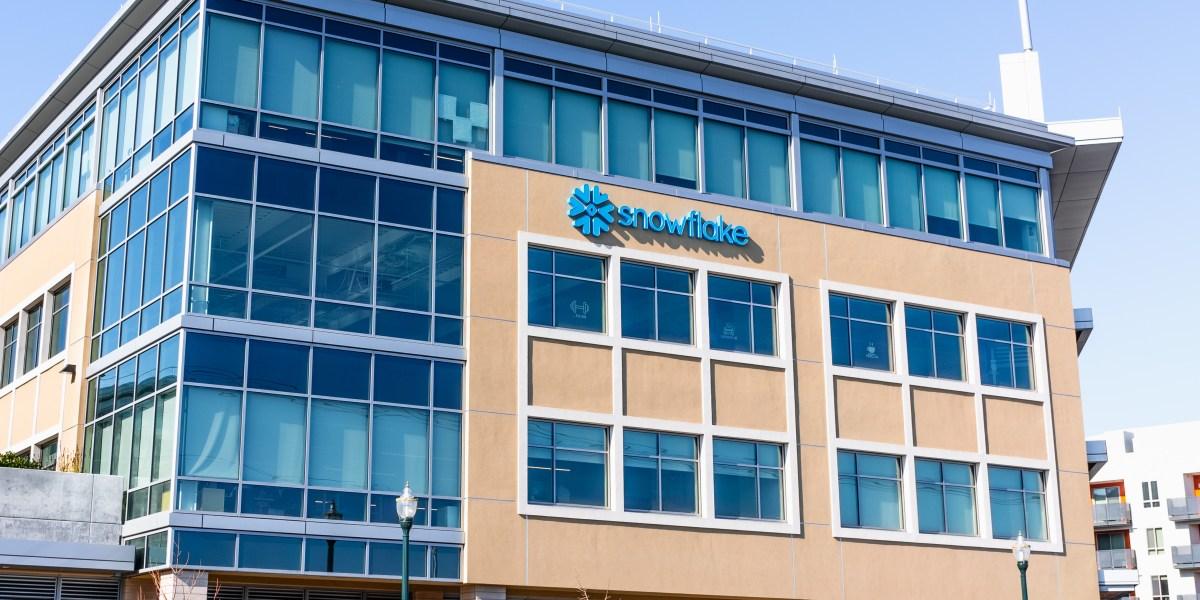 Warren Buffett's Berkshire Hathaway buys up Snowflake ...Snowflake Ipo When