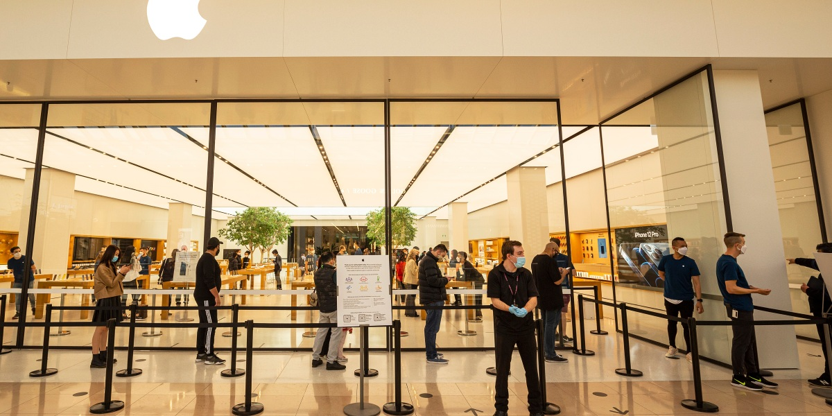Postponed iPhone 12 sales might be a drag on Apple's quarterly report thumbnail