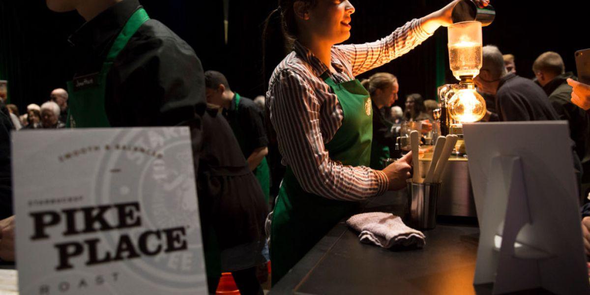 Starbucks provides baristas a 10%raise thumbnail