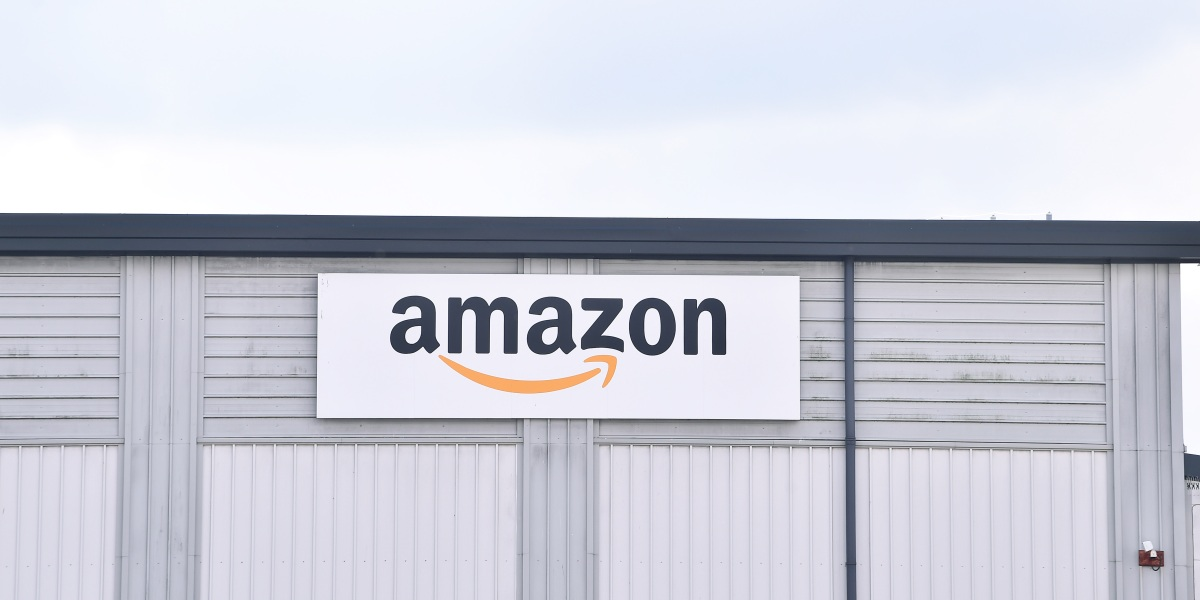 Amazon states it will use warehouse personnel a one time reward amid union drive thumbnail