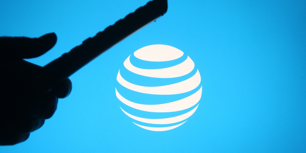 AT&T chair Bill Kennard: 'Tradition businesses need to disrupt themselves' thumbnail