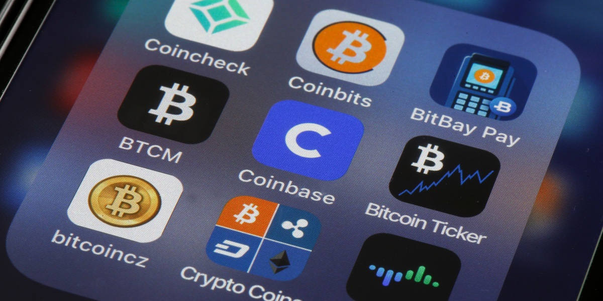 It's crypto bulls versus Wall Street as Coinbase shares get set to trade
