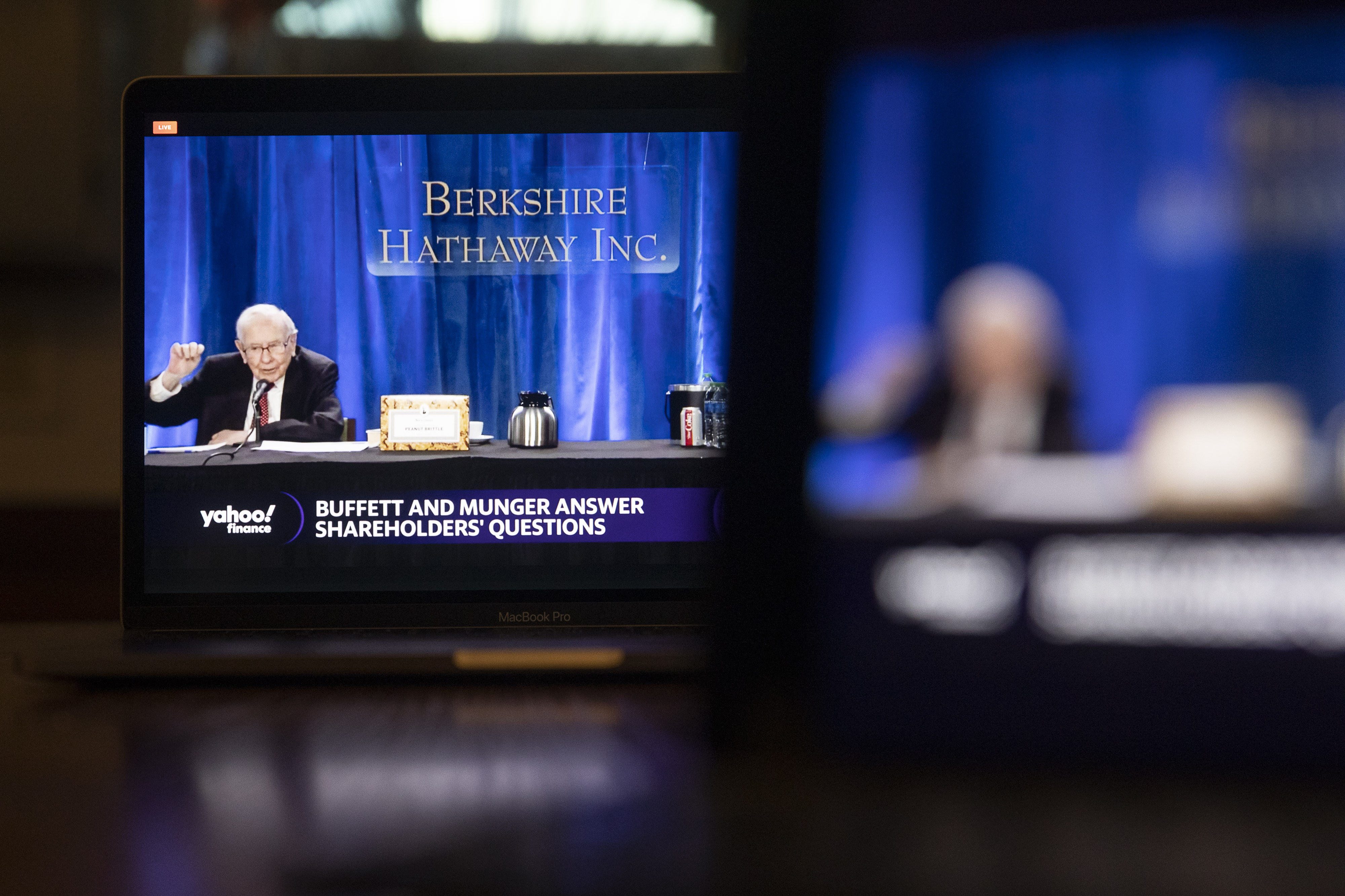 Ce crede Warren Buffett despre Bitcoin și Blockchain?