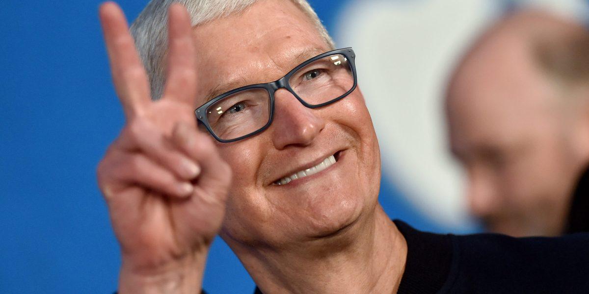 U.S. stocks slip—but Apple, Google, and Microsoft report bumper earnings thumbnail